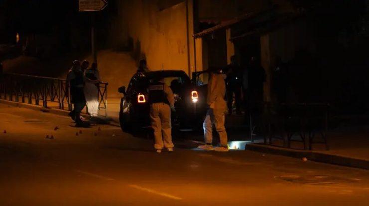 Při přestřelce dvou muslimských gangů ve Francii byla zabita náhodná oběť, 17letá dívka
