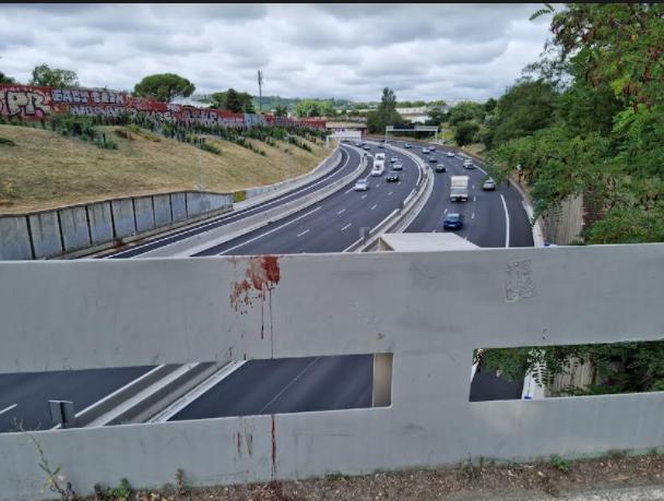 Francie: Celkem tři izolované útoky nožem během 24 hodin – 2 mrtví, jeden zraněný