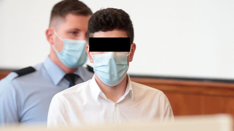 Německo: Příbuzní vraha, který ubodal těhotnou exmanželku 76 bodnými ranami, násilníka u soudu bránili