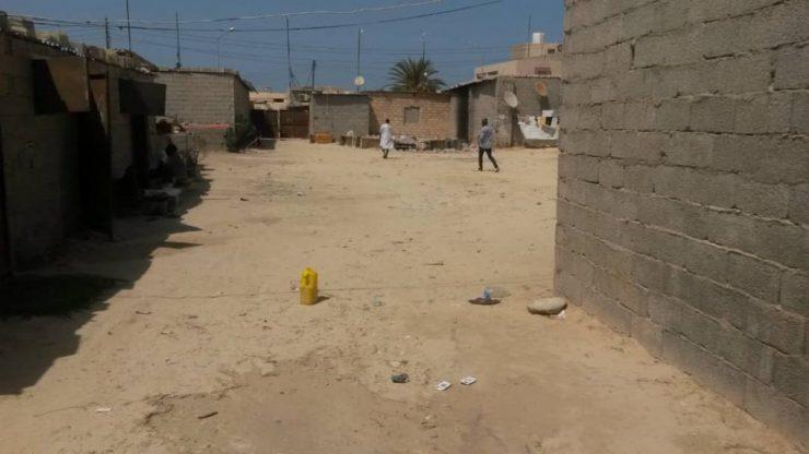 Libyjskou obec sužuje kriminalita Afričanů, kteří tudy putují do Evropy, hodlají je zřejmě vyvážet do pouště
