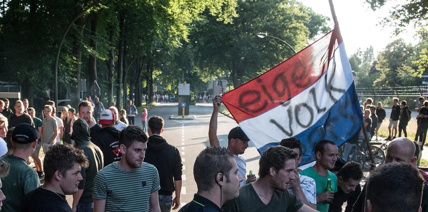 V nizozemské vesnici s 2500 obyvateli protestovali proti příchodu 800 Afghánců