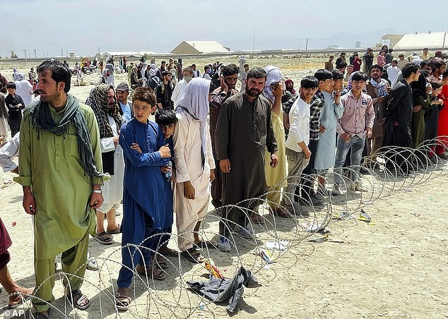 Britská vláda vyčlení na nákup domů pro Afghánce v přepočtu 147 560 000 Kč