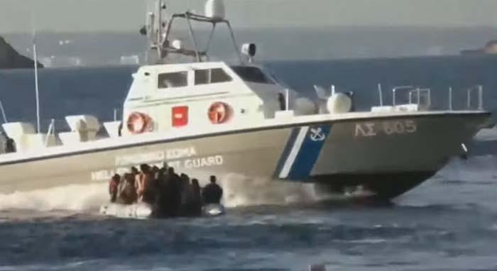 Evropská komise odmítá nadále platit řecké pobřežní stráži za hlídání vnějších hranic EU