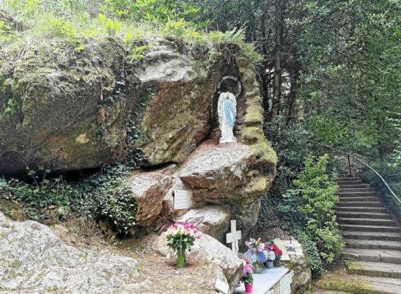 Francie: Další socha Panny Marie bez hlavy