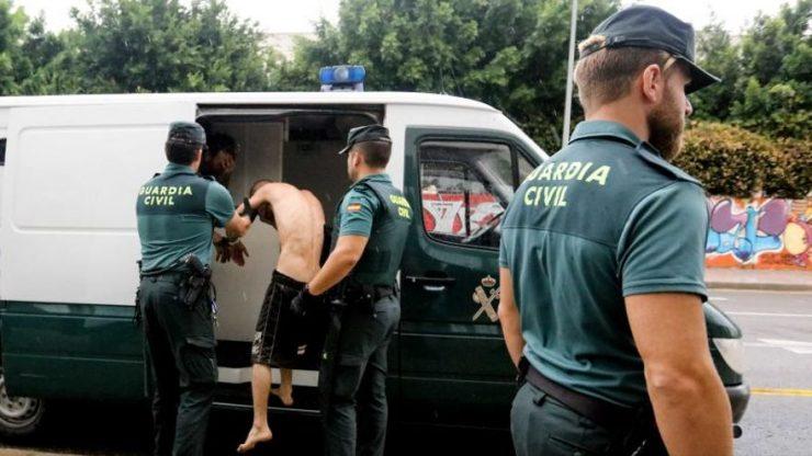 Španělsko: Tři Maročané přepadli, násilím zdrogovali, znásilnili a mučili 18letou dívku