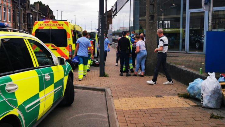 Belgie: Muž s nožem přepadal lidi na ulici a okrádal je, dva zranil