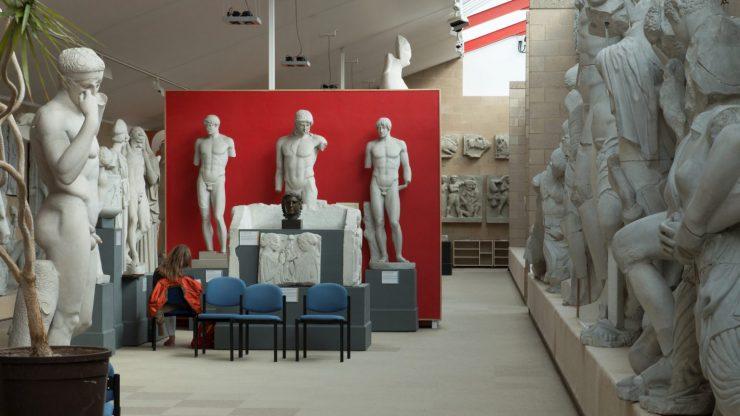 Archeologické muzeum v Cambridgi musí vysvětlit, proč jsou všechny vystavené sochy bílé
