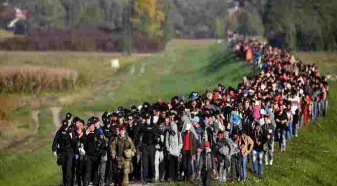 Statisíce Pákistánců a Bengálců mířících do Evropy, se nyní bude vydávat za Afghánce