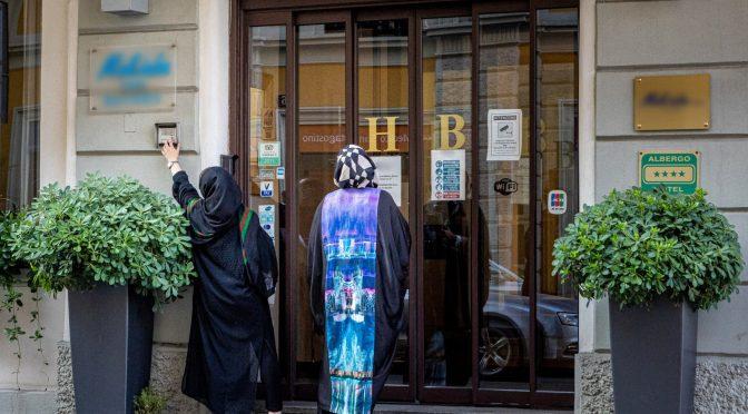 Některé evropské země stěhují Afghánce do luxusních hotelů, zatímco o vlastní potřebné občany se nestarají