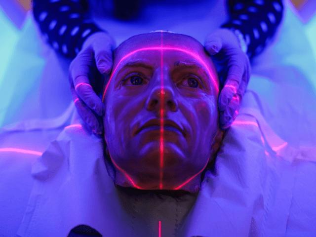 Velký reset: Světové ekonomické fórum chce sledovat srdeční tep lidí pomocí laseru