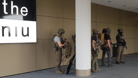 V Düsseldorfu zasahovalo více než 100 členů speciálního komanda proti 4 Arabům