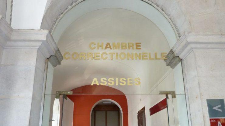 Francie: Muslim unesl a mučil svoji lesbickou sestru a její přítelkyně