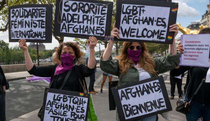 Francouzští kandidáti na Darwinovu cenu: LGBT, feministky a židovští studenti vítají Afghánce