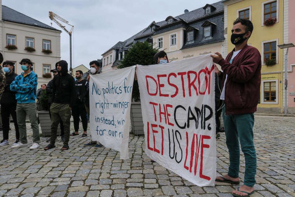 """""""Špatné jídlo, žádná televize, žádný internet,"""" protestují žadatelé o azyl v Německu (video)"""