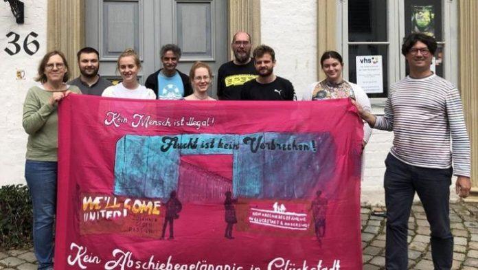 Skupina německých vítačů chce pomáhat kriminálníkům určeným k deportaci