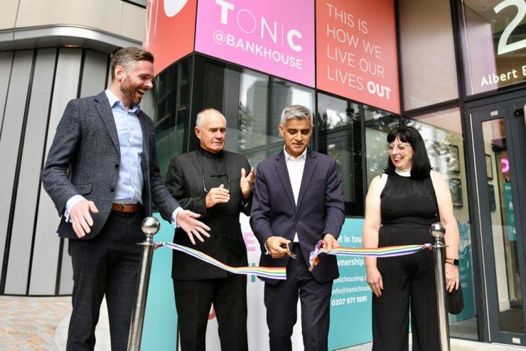 Londýn: Muslim otevírá první LGBTQ domov důchodců v Anglii