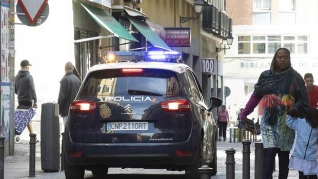 Španělsko: Tlupa Severoafričanů velmi surově zbila a okradla na ulici mladou dívku