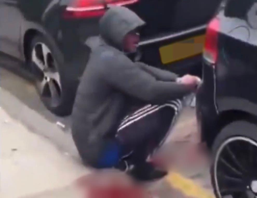 Londýn: Afričanovi usekli ruku jeho vlastní mačetou (video)