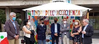"""Itálie: Naštvaní obyvatelé obohacované obce zapálili tzv. """"stan vítání"""""""