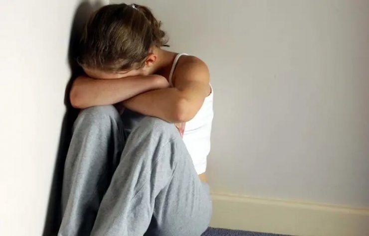 Francie: 17letá dívka byla unesena, znásilněna, vězněna a nucena k prostituci