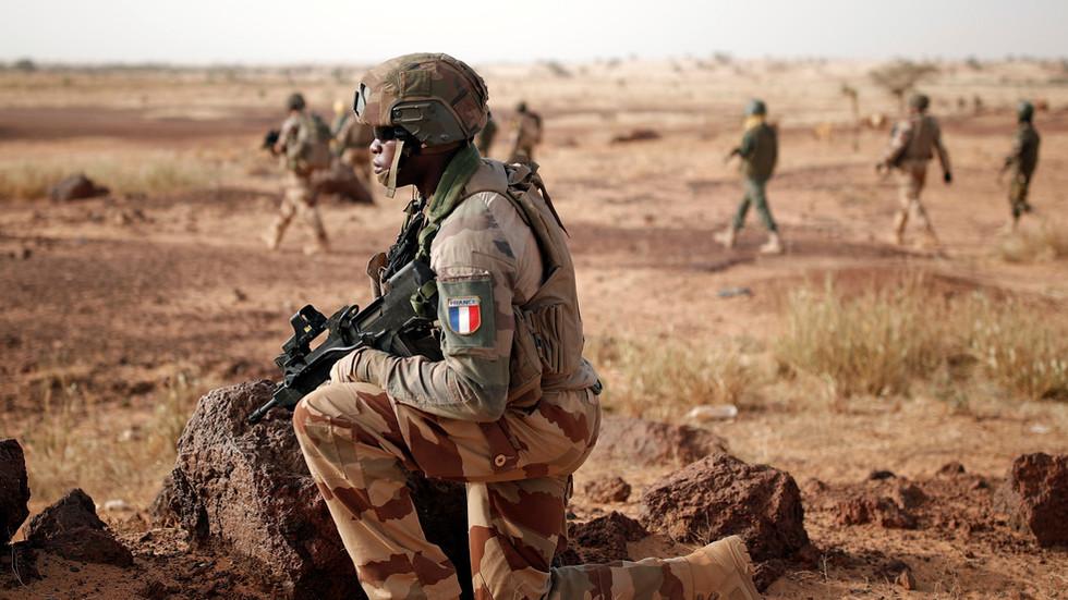Mali má důkazy, že francouzské síly, jimž pomáhá i naše armáda, cvičí na jejich území džihádisty
