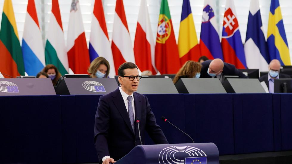 Polsko se nakonec podvolilo tlaku Bruselu, rozpustí disciplinární komoru Nejvyššího soudu