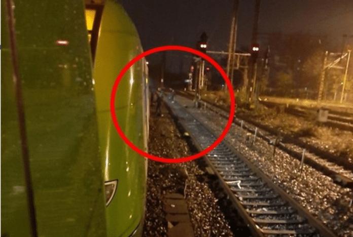 Německo: Íránec pokládal kameny na koleje, k témuž nabádal dvě děti