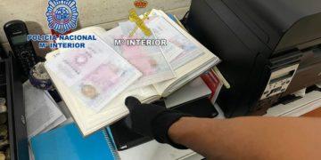 Na Kanárských ostrovech objevili výrobnu falešných pasů pro ilegály ze subsaharské Afriky