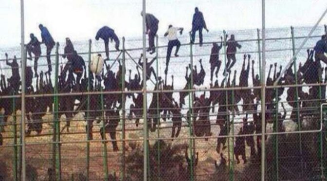 Španělská Melilla zažila v noci na dnešek rekordní nápor 700 invazistů z Afriky