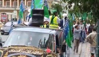 Aténami pochodovala skupina džihádistů s vlajkami skupiny, která prosazuje zavedení práva šaría (video)