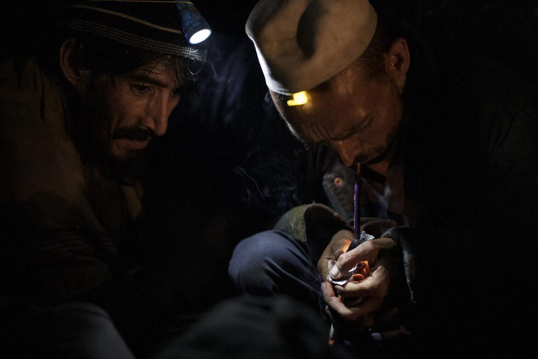 V Afghánistánu jsou statisíce těžce drogově závislých, Talibán pro ně zřídil drastickou odvykačku (obrázky)