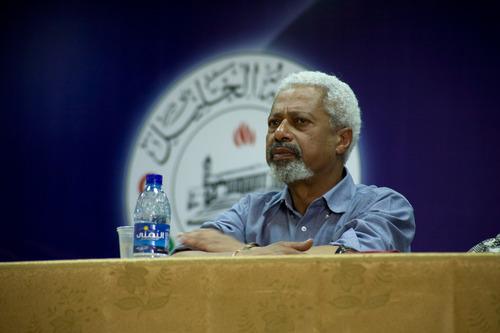 Afričan získal Nobelovu cenu za psaní knih o uprchlících a rasismu