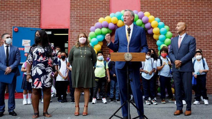 Demokratický starosta New Yorku zrušil třídy pro nadané žáky, bylo v nich příliš bílých a žlutých
