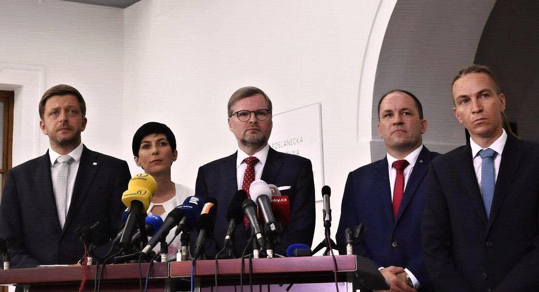 Malé strany pomohly vyhrát volby SPOLU a Pirátostanu