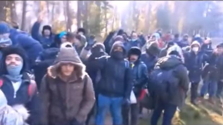 """Za pokřiku: """"Germany, Germany!"""" prolomili invazisté polský plot (video)"""