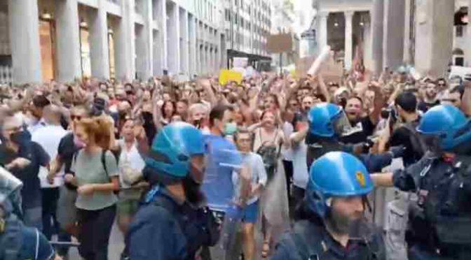 Po celé Itálii dnes vyrazili lidé i přes zákaz do ulic, podpořili je i Francouzi (videa)