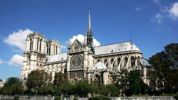 Tunisan vnikl do katedrály Notre Dame, plival, nadával arabsky a napadal faráře
