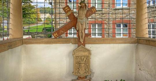 V Německu roste počet poničených kostelů a křížů, kostely se nyní zamykají