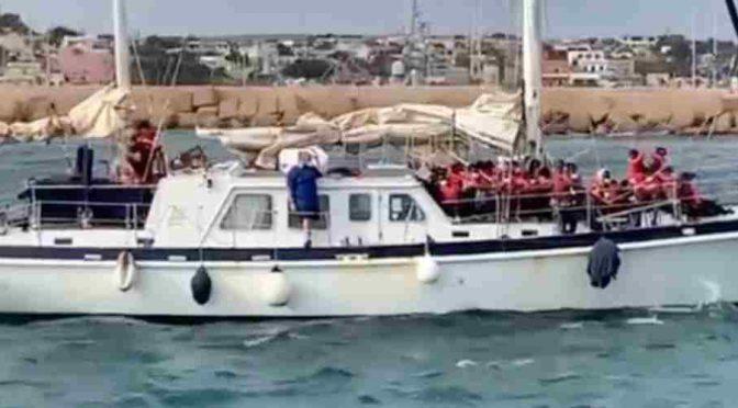 Německá pašerácká neziskovka přivezla se svolením italské vlády zásilku Afričanů na Lampedusu (video)